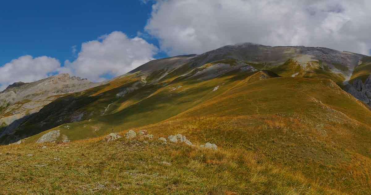 South slope of Dinnika peak