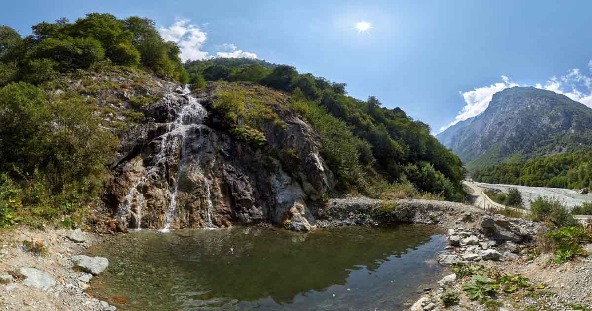 Stayyn-suu waterfall.