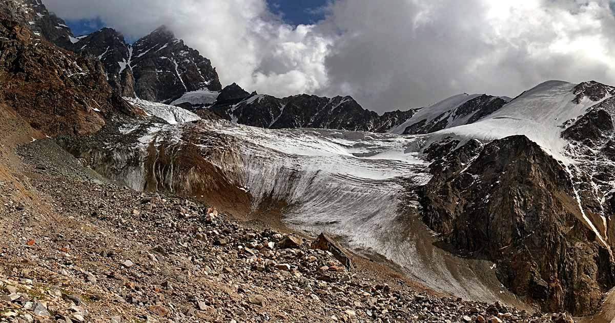 Right side moraine of the Sella Glacier