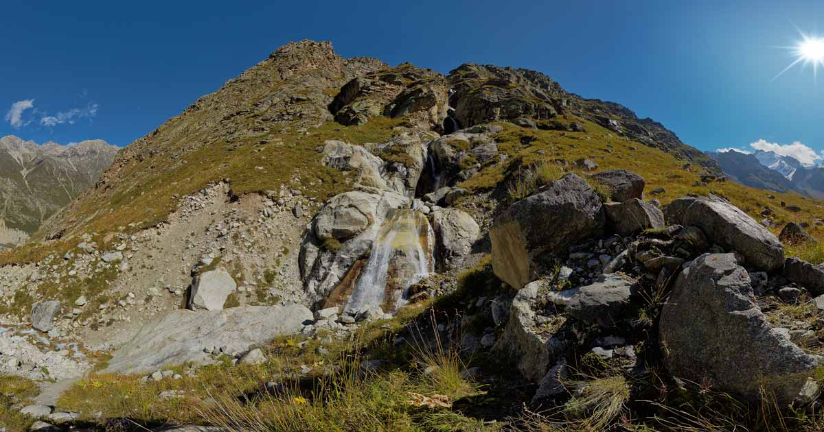 Waterfall under the tract Mystlyagach