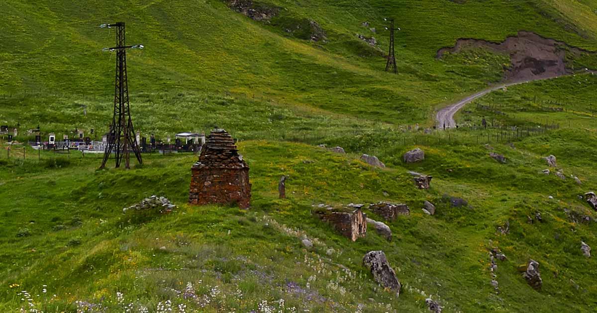 Dunta village, the crypts