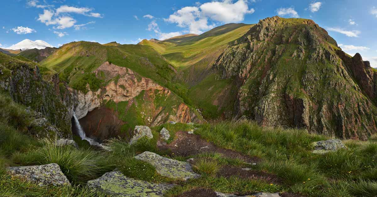 Dzhily-su tract, Kyzyl-su waterfall