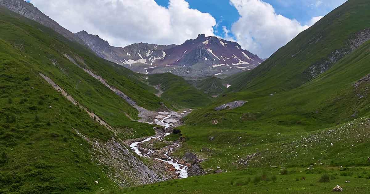 Esikomidon river valley.